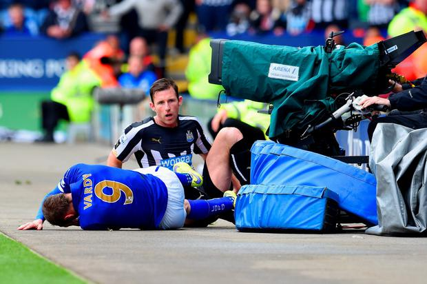 Mike Williamson of Newcastle United fouls Jamie Vardy of Leicester City leading to his red card during the Barclays Premier League match between Leicester City and Newcastle United at The King Power Stadium