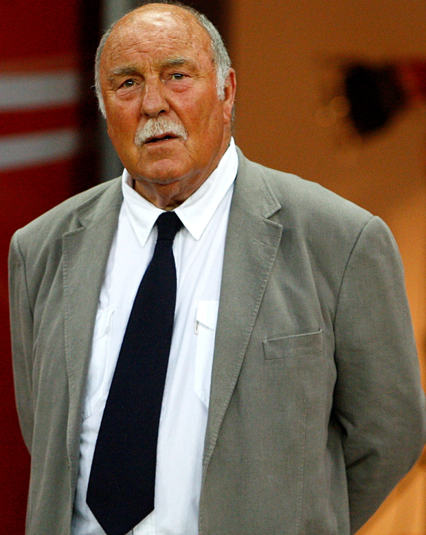 Former England and Tottenham striker Jimmy Greaves suffered a severe stroke on Sunday