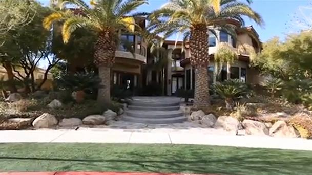 Video Conor McGregor Moves Into Lavish Las Vegas Mansion Ahead Of