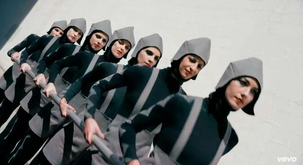 The Chemical Brothers 'Go' video