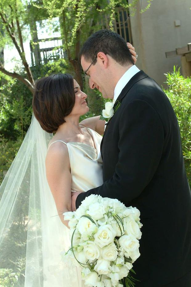 Sheryl Sandberg pictured with her late husband Dave Goldberg on their wedding day (Photo: Facebook/Sheryl Sandberg)