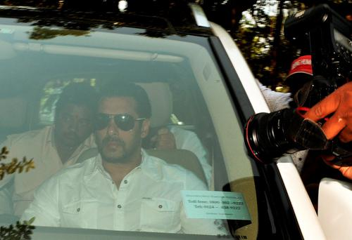 Indian Bollywood film actor Salman Khan (C) arrives in a car to appear at the sessions court in Mumbai on May 6, 2015. PARANJPE/AFP/Getty Images