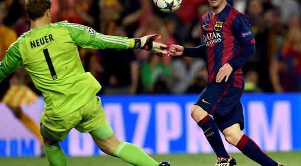 Barcelona's Argentinian forward Lionel Messi (R) shoots to score a goal during the UEFA Champions League football match FC Barcelona vs FC Bayern Muenchen at the Camp Nou
