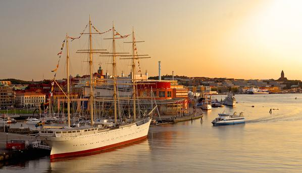 Gothenburg: Barque Viking and harbour (Goran Assner)