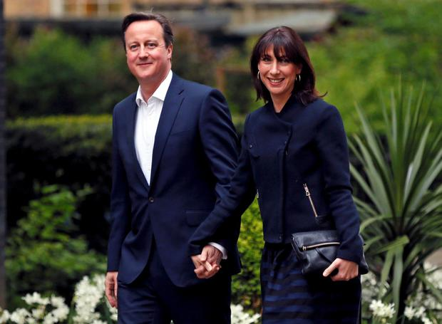 Britain's Prime Minister David Cameron and his wife Samantha return to 10 Downing Street after Britain's general election, in London, May 8, 2015. REUTERS/Stefan Wermuth