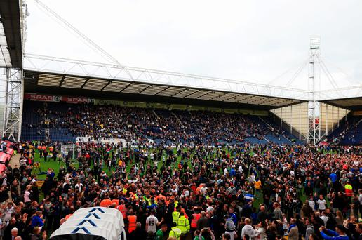 PRESTON, ENGLAND - MAY 10: Fans invade the pitch in celebration as Preston North End are victorious after the Sky Bet League One Playoff Semi-Final second leg match between Preston North End and Chesterfield at Deepdale on May 10, 2015 in Preston, England. Preston win 4-0 on aggregate to reach the playoff final. (Photo by Matthew Lewis/Getty Images)