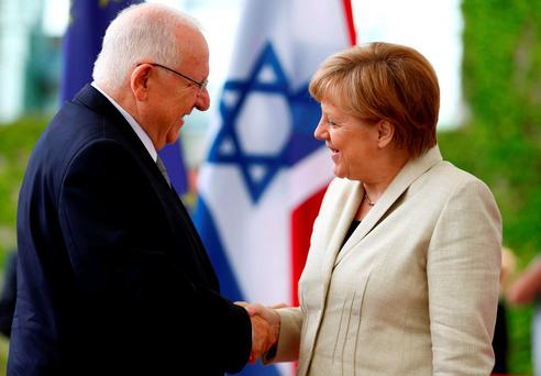 Israeli President Reuven Rivlin (L) shakes hands with German Chancellor Angela Merkel at the Chancellery in Berlin, Germany, May 12, 2015 REUTERS/Hannibal Hanschke