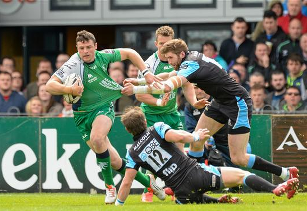 Robbie Henshaw, pictured in action playing for Connacht, is tackled by Richie Vernon, Glasgow Warriors, during the Guinness PRO12, Round 20, Connacht v Glasgow Warriors (Oliver McVeigh / SPORTSFILE)
