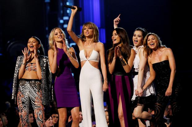 Taylor Swift (C) introduces a performance by Van Halen with Zendaya (L), model Martha Hunt, (2nd L) model Lily Aldridge, actress Haille Steinfeld and actress Ellen Pompeo during the 2015 Billboard Music Awards in Las Vegas, Nevada May 17, 2015. REUTERS/Mario Anzuoni