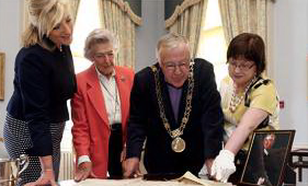 Tara Whitley (direct descendant of Joshua Dawson), Lady Moira Moyola, widow of Joshua Dawson's direct descendant, Lord Mayor of Dublin Christy Burke and Mary Clarke, city archivist.