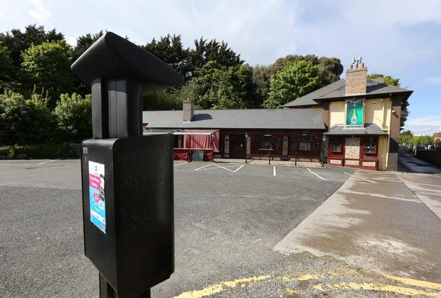 Parking meter in front of O'Shea's Pub, Clonskeagh