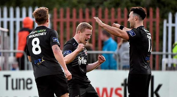 22 May 2015; Dundalk's Daryl Horgan, centre, celebrates after scoring his side's second goal with team-mates Richie Towell, right, and John Mountney. SSE Airtricity League Premier Division, St Patrick's Athletic v Dundalk, Richmond Park, Dublin. Picture credit: David Maher / SPORTSFILE