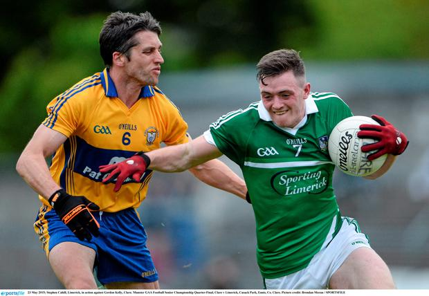 23 May 2015; Stephen Cahill, Limerick, in action against Gordon Kelly, Clare. Munster GAA Football Senior Championship Quarter-Final, Clare v Limerick, Cusack Park, Ennis, Co. Clare. Picture credit: Brendan Moran / SPORTSFILE