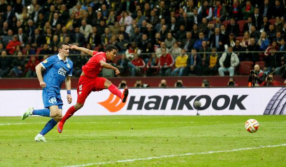Carlos Bacca scoring for Sevilla in the Europa League Final