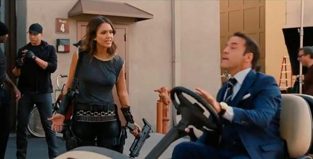 Jessica Alba and Jeremy Piven in a scene from Entourage movie