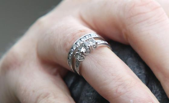 Amanda McKiernan waering the engagement and wedding rings she found in the Hole in the Wall pub in Dublin. Picture credit: Damien Eagers