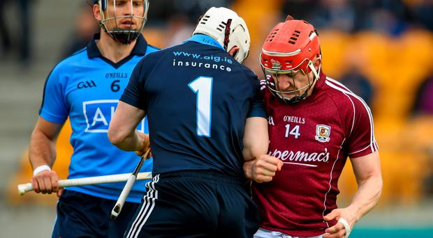 6 June 2015; Joe Canning, Galway, confronts Dublin goalkeeper Alan Nolan after scoring his side's fourth goal. Leinster GAA Hurling Senior Championship Quarter-Final Replay, Dublin v Galway. O'Connor Park, Tullamore, Co. Offaly. Picture credit: Stephen McCarthy / SPORTSFILE