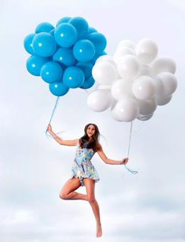 Model Lynn Kelly celebrates that Tesco mobile now has over 300,000 customers in Ireland. Photo: Marc O'Sullivan