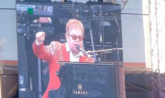 Elton John ranting at his Gloucester concert