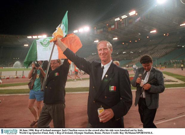 Jack Charlton waves to the crowd after his side were knocked out by Italy. World Cup Quarter-Final, Italy v Rep of Ireland, Olympic Stadium, Rome. Picture Credit: Ray McManus/SPORTSFILE.