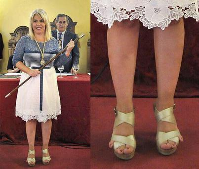 Socialist Mamen Sanchez was being sworn in after elections when her toes caught the attention of the nation.
