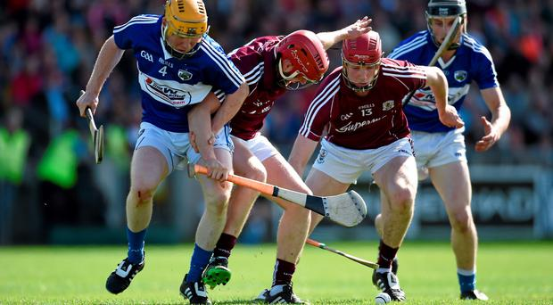 20 June 2015; Niall Healy and Cathal Mannion, right, Galway, in action against Brian Stapleton, Laois. Leinster GAA Hurling Senior Championship, Semi-Final, Galway v Laois, O'Connor Park, Tullamore, Co. Offaly. Picture credit: Paul Mohan / SPORTSFILE