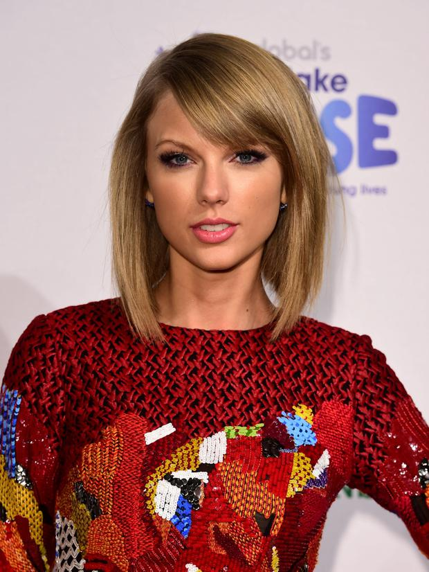 Taylor Swift Branded A Hypocrite Over Apple Row By Photographer