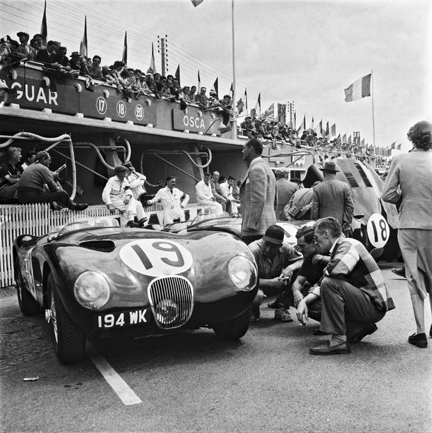 FRANCE - JANUARY 02: The racing cars are inspected before the departure of the 24h of Le Mans in 1953. (Photo by Keystone-France/Gamma-Keystone via Getty Images)