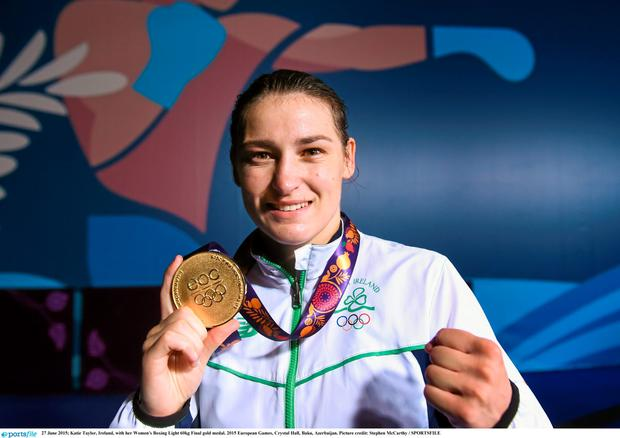 Katie Taylor, Ireland, with her Women's Boxing Light 60kg Final gold medal. 2015 European Games, Crystal Hall, Baku, Azerbaijan. Picture credit: Stephen McCarthy / SPORTSFILE