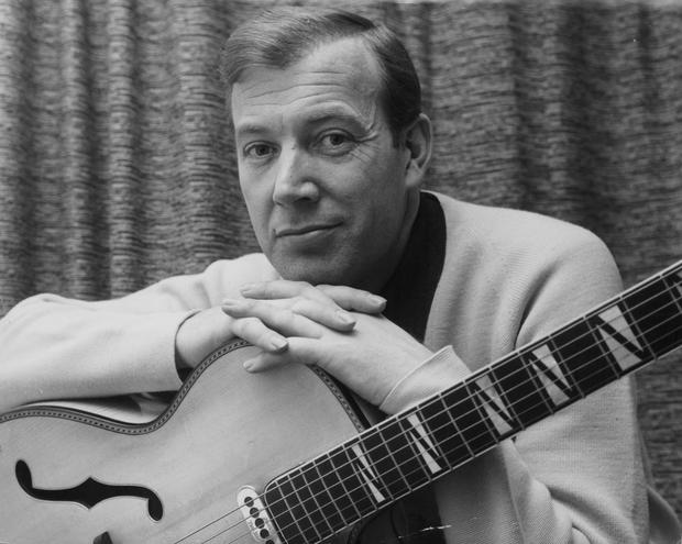 Portrait of singer Val Doonican with his guitar, circa 1965. (Photo by Keystone Features/Hulton Archive/Getty Images)