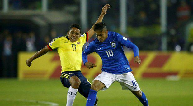 Colombia's Carlos Bacca (L) and Neymar (R) during their first round Copa America 2015 soccer match at Estadio Monumental David Arellano in Santiago, Chile, June 17, 2015