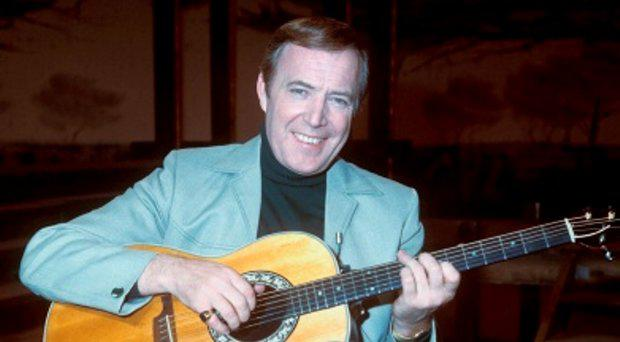 File photo 20/07/77 of Irish singer Val Doonican, who has died aged 88