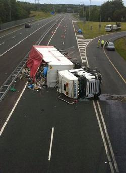The scene on the M6. Photo: Colin Duffy Twitter/ @colineduffy