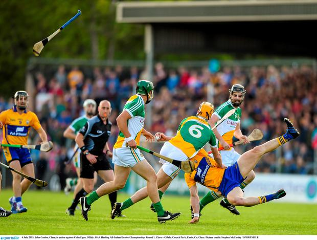 John Conlon, Clare, in action against Colin Egan, Offaly. GAA Hurling All-Ireland Senior Championship, Round 1, Clare v Offaly. Cusack Park, Ennis, Co. Clare. Picture credit: Stephen McCarthy / SPORTSFILE