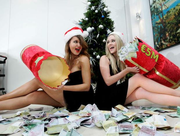 Louise Johnston in a Lotto photocall with Roz Purcell in 2011
