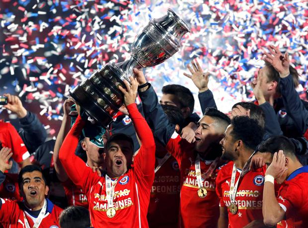 Chile celebrates with the trophy after defeating Argentina to win the Copa America 2015 final soccer match at the National Stadium in Santiago, Chile, July 4, 2015. REUTERS/Henry Romero