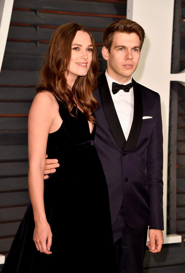 Actress Keira Knightley (L) and composer James Righton attend the 2015 Vanity Fair Oscar Party hosted by Graydon Carter at Wallis Annenberg Center for the Performing Arts on February 22, 2015 in Beverly Hills, California. (Photo by Pascal Le Segretain/Getty Images)