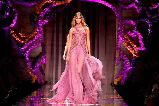 Karlie Kloss walks the runway during the Atelier Versace show as part of Paris Fashion Week Haute Couture Fall/Winter 2015/2016 on July 5, 2015 in Paris, France. (Photo by Pascal Le Segretain/Getty Images)
