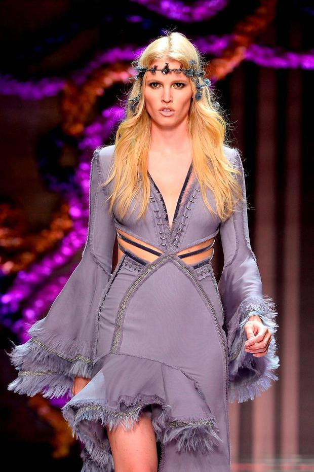 Lara Stone walks the runway during the Atelier Versace show as part of Paris Fashion Week Haute Couture Fall/Winter 2015/2016 on July 5, 2015 in Paris, France. (Photo by Pascal Le Segretain/Getty Images)