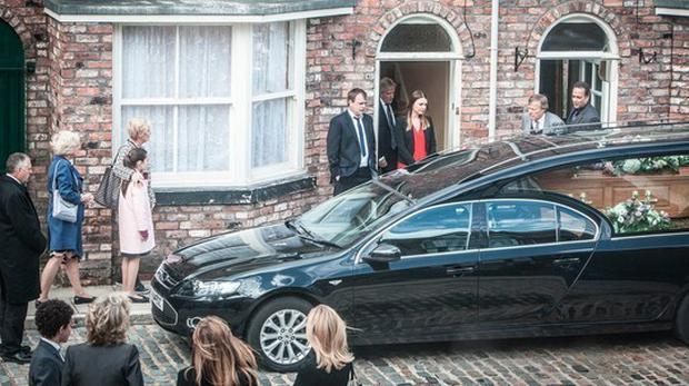 Tracy Barlow stands outside her home with father Ken as Deidre's coffin passes by Pic: Coronation Street/Twitter