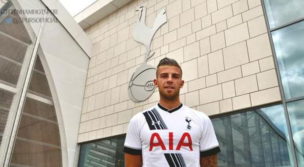 Tottenham have announced the signing of defender Toby Alderweireld from Atletico Madrid on their Twitter account.