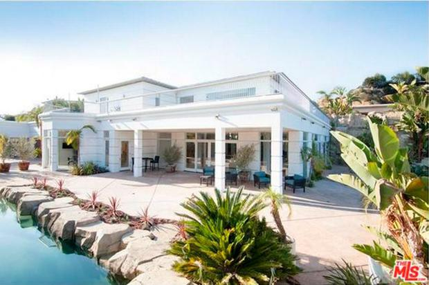 Steven gerrard s swish new 25m pad offers panoramic views for New house in los angeles