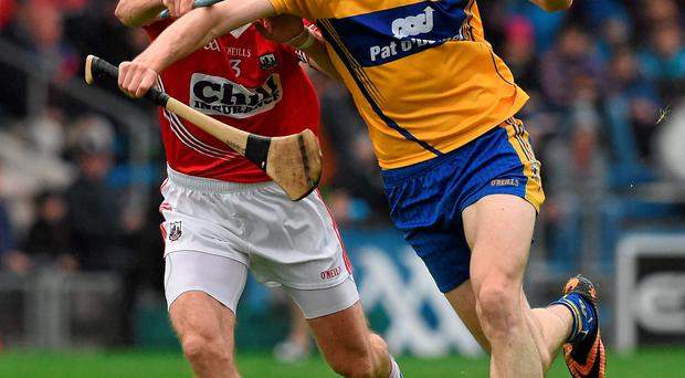 Darach Honan, Clare, in action against Stephen McDonnell, Cork. GAA Hurling All-Ireland Senior Championship, Round 2, Clare v Cork, Semple Stadium, Thurles, Co. Tipperary. Picture credit: Ray McManus / SPORTSFILE