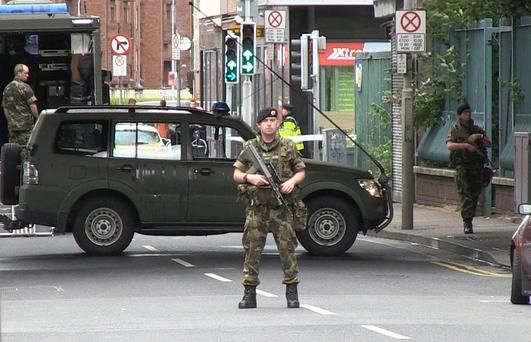 Gardai and the Army EOD squad at the scene at Townsend Street, Dublin 1 (Photo: Jason Kennedy)