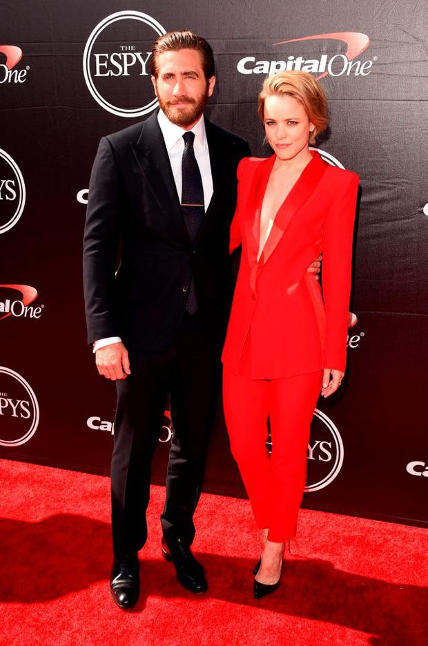 (L-R) Actor Jake Gyllenhaal with Actress Rachel McAdams attends The 2015 ESPYS at Microsoft Theater on July 15, 2015 in Los Angeles, California. (Photo by Jason Merritt/Getty Images)
