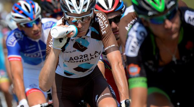 France's Romain Bardet (C) drinks as he rides a breakaway during the 195 km twelfth stage of the 102nd edition of the Tour de France