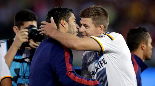 Los Angeles Galaxy's Steven Gerrard, right, of England, hugs former teammate FC Barcelona's Luis Suarez before an International Champions Cup soccer match at Rose Bowl, Tuesday, July 21, 2015, in Pasadena, Calif. The two played for English club Liverpool FC. (AP Photo/Jae C. Hong)