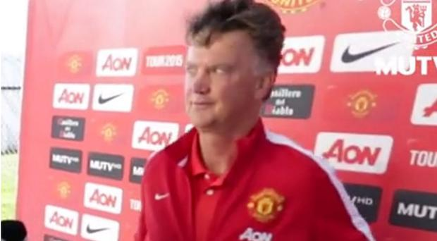 Louis van Gaal gives the reporter the eyes