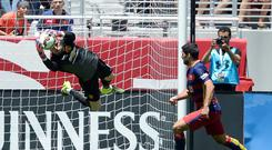 David De Gea makes a flying save to deny Luis Suarez