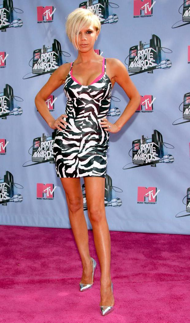 4a9061a9ac8 Singer actress Victoria Beckham arrives to the 2007 MTV Movie Awards held  at the Gibson Amphitheatre on June 3